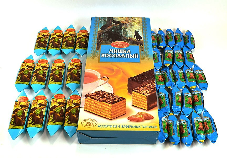"""Clumsy BearMishka Kosolapy"" Set of Wafer Cake and Assorted Chocolate Candy ***"